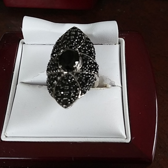 black spinnel sterling silver ring Jewelry - Black spinnel vintage style pinky ring